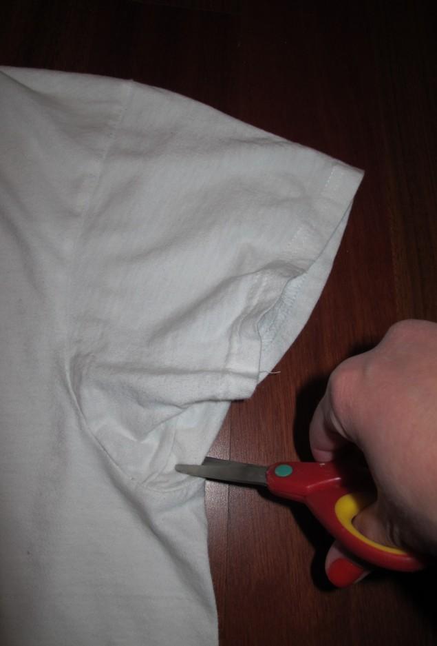 Recorte exatamente na linha da costura das mangas
