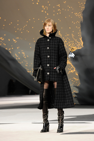 chanel-fall-winter-2013-14-ready-to-wear-looks-01