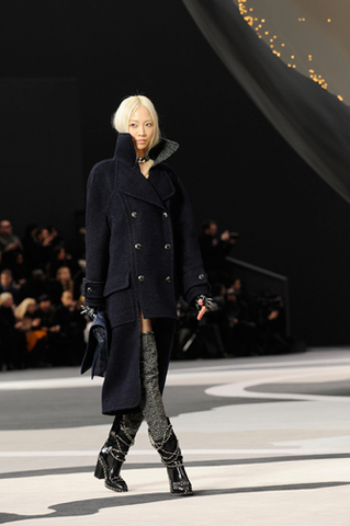chanel-fall-winter-2013-14-ready-to-wear-looks-02
