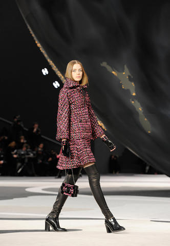 chanel-fall-winter-2013-14-ready-to-wear-looks-08