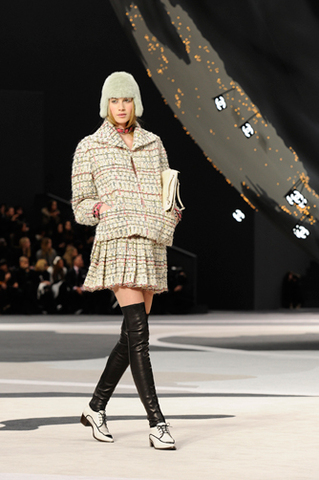 chanel-fall-winter-2013-14-ready-to-wear-looks-10