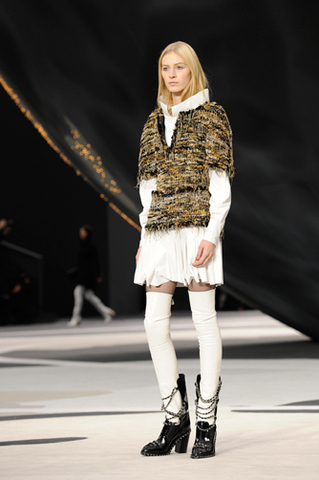 chanel-fall-winter-2013-14-ready-to-wear-looks-17