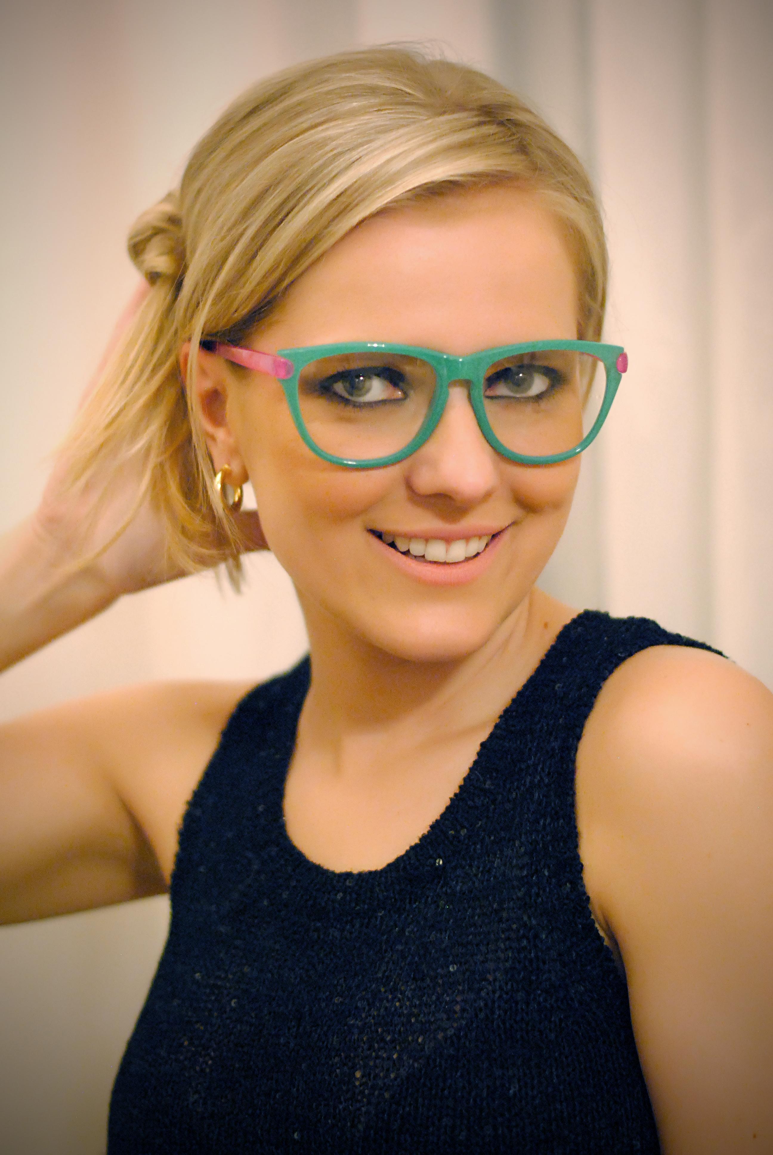 d2cce372ab88c Usar óculos de grau pode ser muito fashion!!   MODA NA MALA
