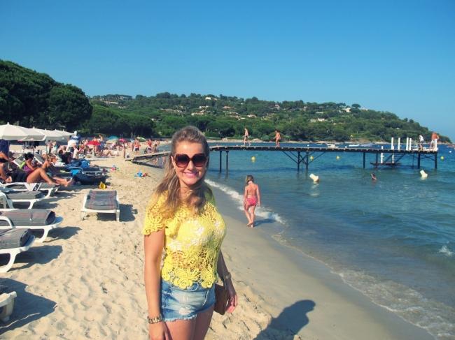 """A tarde, passeio pela praia de Tahiti, onde foram filmadas cenas do longa """"E Deus criou a mulher"""", protagonizado por Brigitte"""