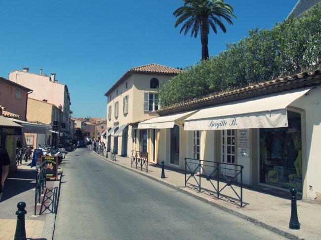 Não faltam lojas de grife na pequena cidade de Saint Tropez, que conta com apenas 5.600 habitantes