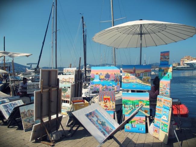 A arte também está muito presente em Saint Tropez, através de pinturas vendidas no porto