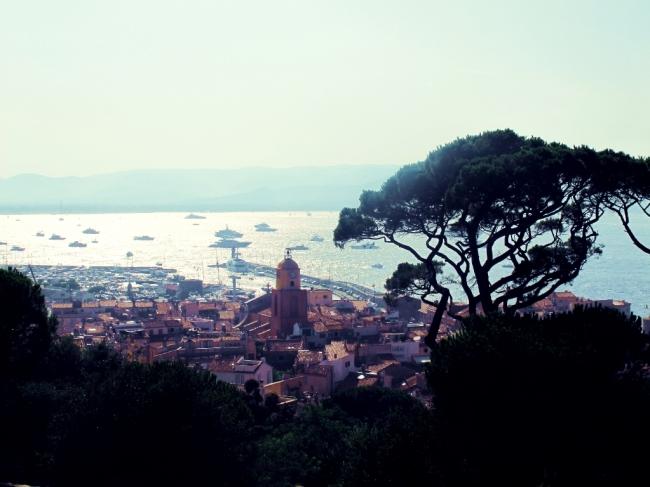 Para encerrar a matéria, uma vista panorâmica de Saint Tropez no final da tarde, clicada do forte